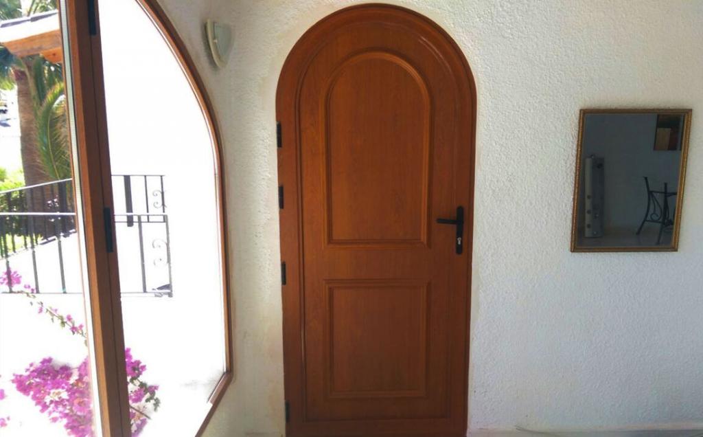Arched panel door in wood grain