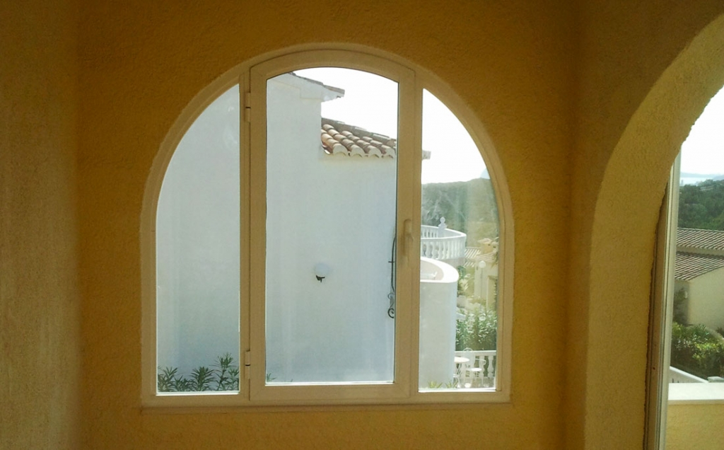 Arched single opening window with side panels