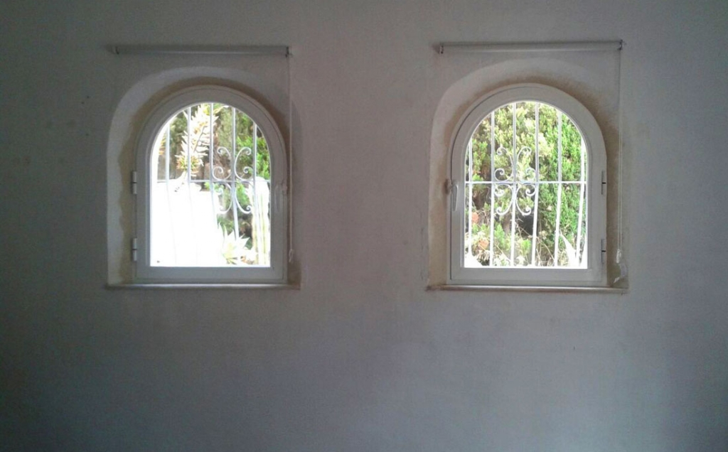 Single opening arched windows